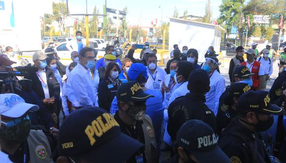 Martín Vizcarra fue recibido en Arequipa con protestas por desborde del sistema de salud. (Foto: GEC)