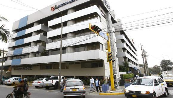 La Diris de Lima Sur detalló que las personas que tenían programada su vacunación en la clínica San Pablo en los siguientes días podrán acudir a dos puntos de inmunización situados en Surco. (Foto: El Comercio)