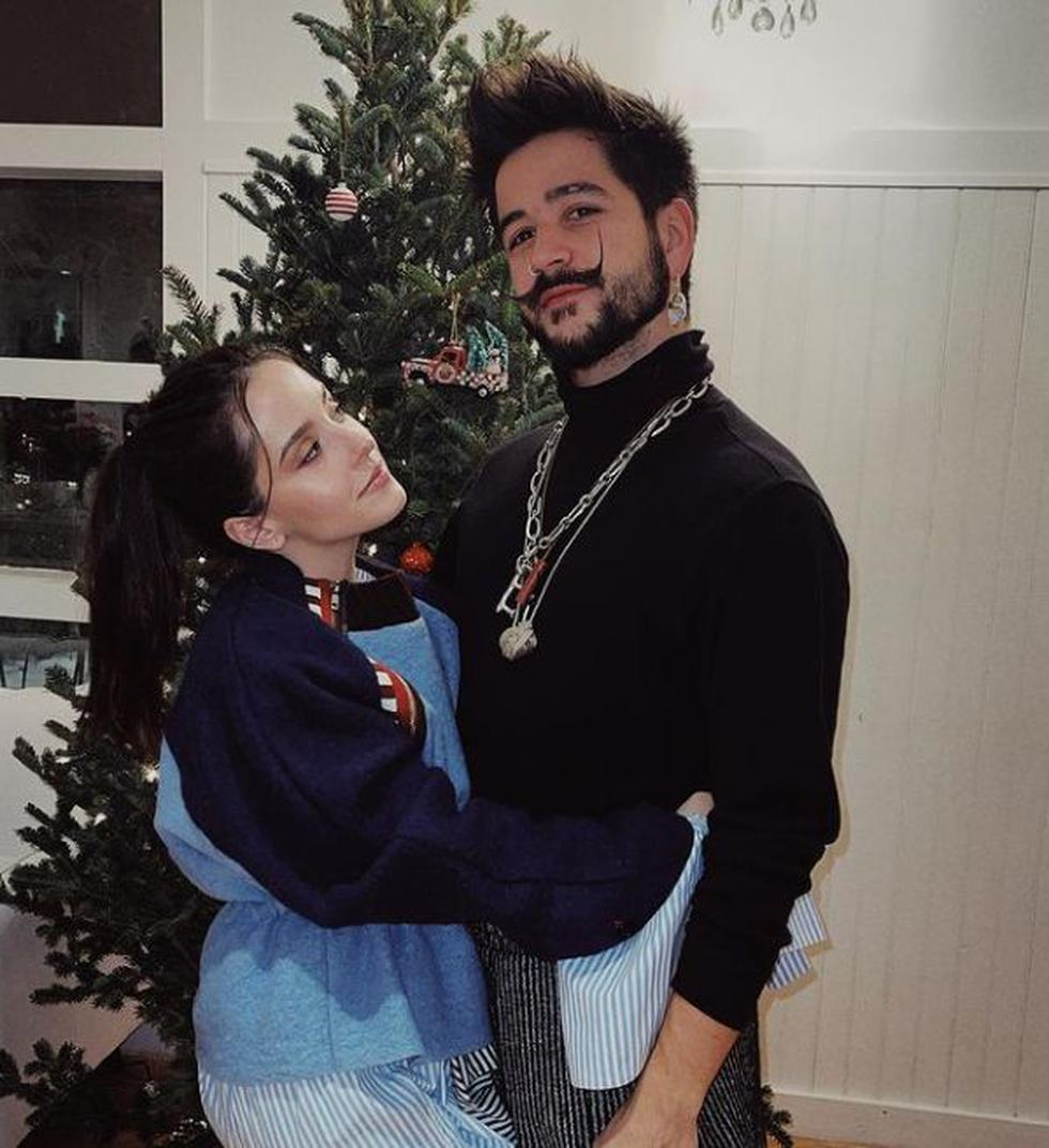 """""""Mi esposo y yo por primera vez deseándoles una ¡Feliz Navidad! Los amamos mucho. Que Dios los invada hoy y siempre!"""", escribió la cantante venezolana. (@evaluna)"""