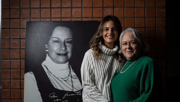 LIMEÑÍSIMAS. Maccarena Becerra Matallana (26) es nieta de Teresa Fuller (71), hija de la querida compositora nacional nacida en un campamento minero de las alturas de Apurímac, un 3 de setiembre de 1920. Ambas atesoran y difunden su legado. (Foto: Elías Alfageme)