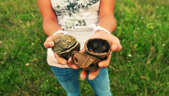 Las bombas de racimo son parecidas a pelotas, por lo que muchos niños pueden confundirlas. (Foto: Legacies of War)