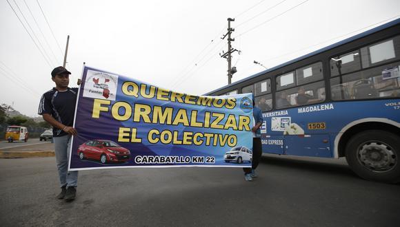 El último lunes un numeroso grupo de 'colectiveros' salió a las calles para exigir su formalización. La protesta degeneró en actos de violencia en varios puntos de Lima. (Foto: Mario Zapata / El Comercio)