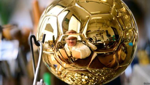 ¿Cómo la FIFA gana su dinero y cómo lo gasta?
