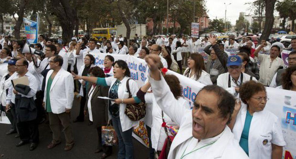 Huelga médica: Minsa cita a galenos para el lunes 20