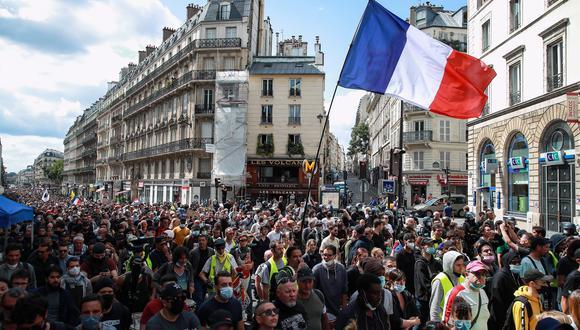 Imagen de las protestas francesa contra las medidas para apaciguar el golpe del coronavirus, hoy en París. EFE