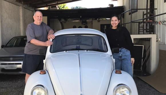 Abuelo sorteó su coche escarabajo para que su nieta pueda seguir estudiando. (Foto: Pietra Bianca)