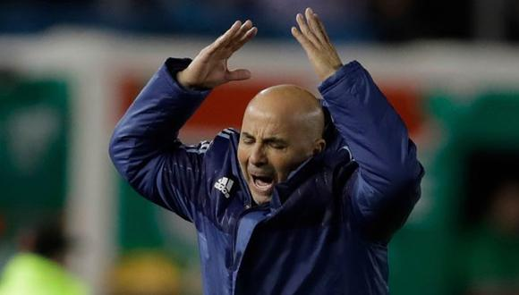 Ni la llegada de Jorge Sampaoli hace que la selección argentina deje de sufrir en las Eliminatorias Rusia 2018. Los albicelestes ven con miedo el próximo duelo ante un renacido Perú. (Foto: AP)
