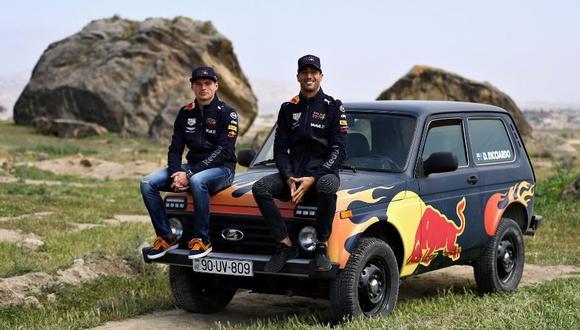 Previo a su participación en el GP Azerbaiyán, los pilotos de la F1 se atrevieron a recorrer un duro terreno al volante de una Lada Niva. (Foto: YouTube).