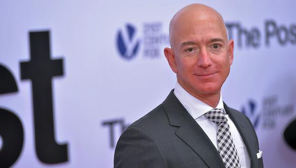 """Jeff Bezos, CEO de Amazon. Ha puesto a Amazon a la vanguardia del comercio electrónico, la omnicanalidad y el entretenimiento digital, tendencias que podrían acentuarse en América Latina en el 2018. De hecho, se especula que la llegada del servicio de delivery rápido Amazon Prime al vecino Chile es inminente. Este año, Bezos fue, por algunas horas, el hombre más rico del mundo según """"Forbes"""". (Foto: AFP)"""