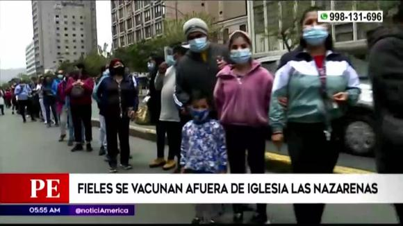Faithful are vaccinated outside the Nazarenas church