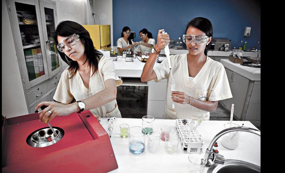 En la actualidad, dentro del mundo académico, es más difícil para las mujeres lograr un ascenso u ocupar un espacio de toma de decisiones.