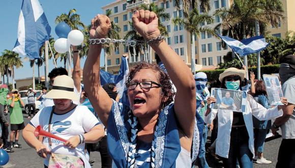 Las mujeres se muestran muy activas en los últimos días en Managua, en las protestas contra el régimen de Daniel Ortega. La oposición está exigiendo garantes internacionales para seguir con las negociaciones en Nicaragua. (Foto: Reuters)