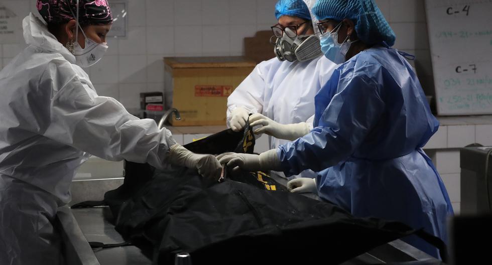 Las diligencias en la morgue, hasta el momento en que el cuerpo de Guzmán fue llevado al crematorio, estuvieron a cargo de Daniela Ramos, médico jefe de la Unidad Médico Legal del Callao (Foto: Rolly Reyna / Mindef)