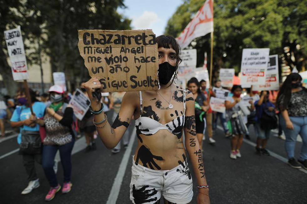 Los movimientos feministas de Argentina se concentraron de nuevo este lunes en diversos puntos del país en el Día Internacional de la Mujer para poner el foco en una de sus consignas principales: el fin de los feminicidios. (Foto: EFE/ Juan Ignacio Roncoroni)