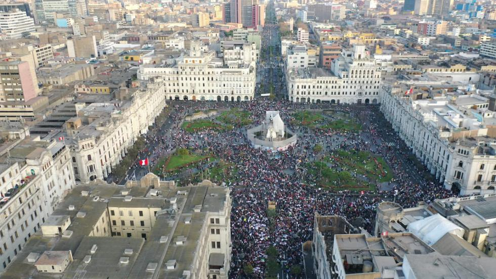 Plaza San Martín, ubicado en Cercado de Lima, es uno de los puntos de concentración para esta segunda marcha nacional que se desarrolla en contra del presidente Manuel Merino y en contra del presidente de Consejo de Ministros, Ántero Flores-Aráoz. (Foto: Giancarlo Ávila / @photo.gec)