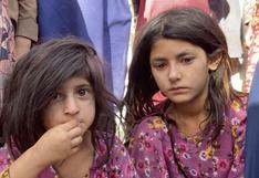"""""""El mundo mira en silencio esta guerra contra las mujeres"""": el pánico de los afganos que huyen del avance de los talibanes"""