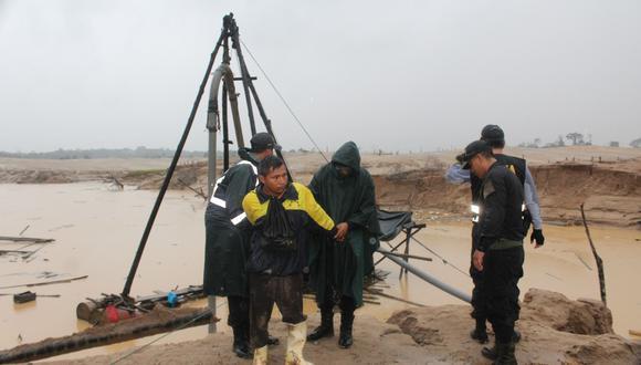 En marzo, Rony Silvano fue capturado en flagrancia en la zona de amortiguamiento de la Reserva Nacional de Tampopata. Esta foto ayudó a la fiscalía a demostrar el acto ilícito. (Foto: Manuel Calloquispe/Archivo)