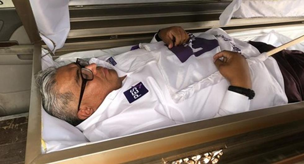 Candidate for deputy in Mexico starts his campaign inside a coffin