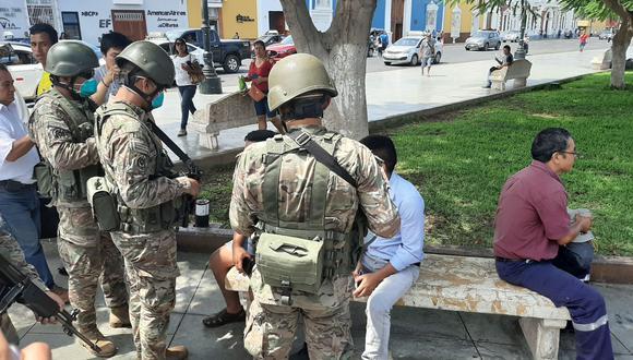 Personal que tenga restricciones para trasladarse a una dependencia militar y registrarse, lo podrá hacer en cualquier sede policial o autoridad local. (Foto: Andina)