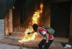 """Diputado sospecha de """"infiltrados"""" en la quema del Congreso de Guatemala"""