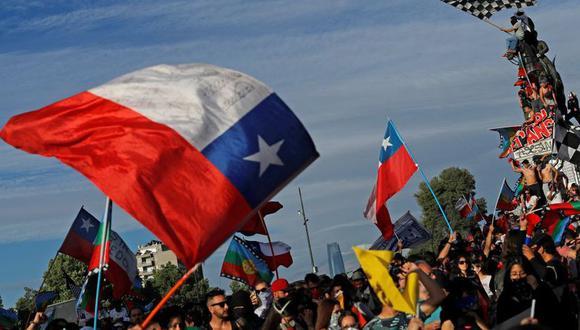 Las protestas en Chile generaron que el empresario Andrónico Luksic incrementará el sueldo mínimo en sus empresas, la medida fue imitada por otros conglomerados pero no estuvo exenta de críticas.