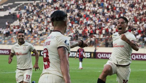 Jonathan Dos Santos celebrando su gol en Copa Libertadores junto con Alejandro Hohberg y Luis Urruti. (Foto: GEC)
