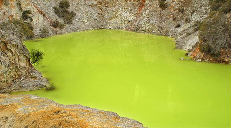 Conoce el popular Baño del Diablo, una laguna verde y peligrosa - 2