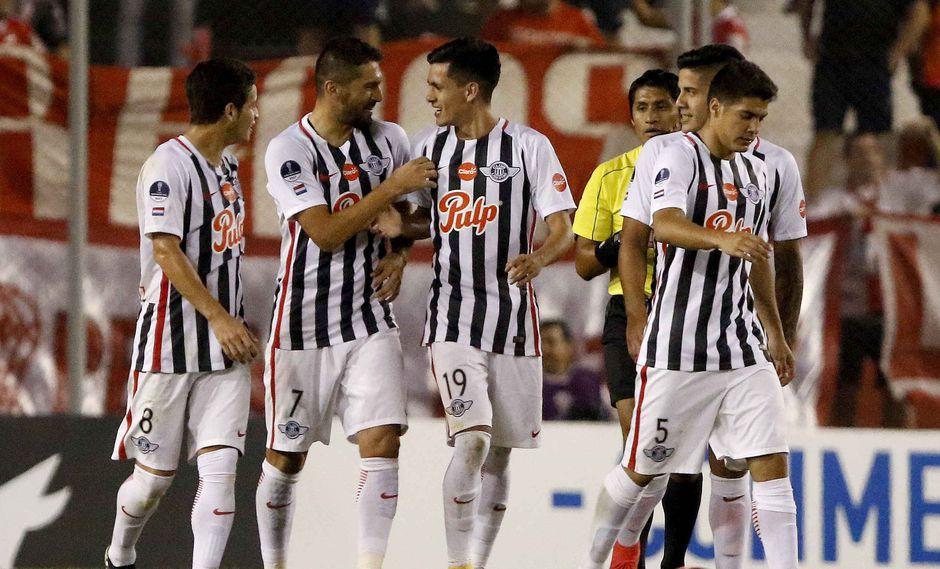 Libertad ganó 2-0 a Huracán y avanzó a octavos de final de la Copa Sudamericana. (Foto. Agencias)