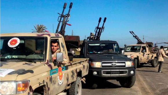 Tropas rebeldes amenazan con tomar control de la capital de Libia, Trípoli.