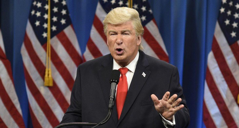 """Donald Trump ha criticado en varias ocasiones a """"Saturday Night Live"""", un programa de humor donde el actor Alec Baldwin aparece a menudo para interpretar al presidente. (AP)."""