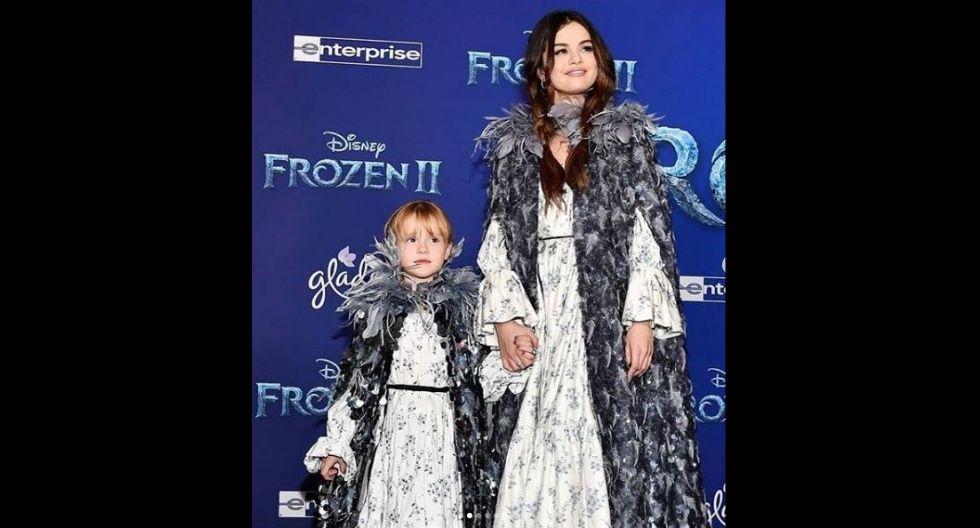 La actriz y cantante estuvo con su hermana Gracie Elliot. Ambas lucieron vestidos de ensueño similares a los de las princesas Disney. (Foto: Instagram/@selenagomez)
