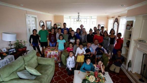 Una familia ha llevado la cuarentena al extremo al vivir con sus 31 hijos. (Foto: Facebook)