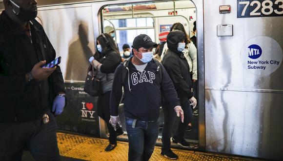 Los hispanos representan el 34% de las muertes por coronavirus en Nueva York y son la comunidad más golpeada por la enfermedad. (AP Photo/John Minchillo).