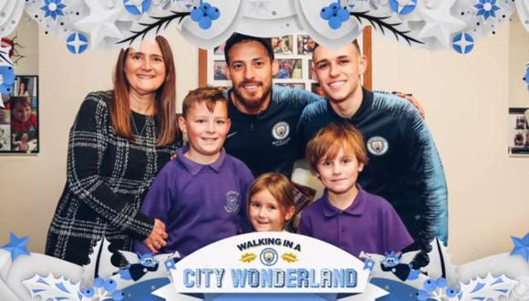 Silva y Foden con la familia. (Foto: captura de YouTube)