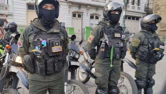 La policía de Bolivia arrestó a más de 100 personas que asistieron a eventos sociales en discotecas en El Alto, Bolivia. (Foto deTwitter @Pol_Boliviana)