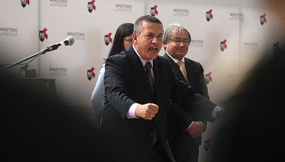 Oposición pide renuncia de Urresti tras denuncia de asesinato