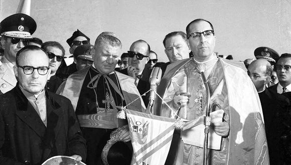 En 1962 el Arzobispo Juan Landázuri llega a Perú con la bula papal de canonización de San Martín de Porres. Foto: Archivo Histórico El Comercio