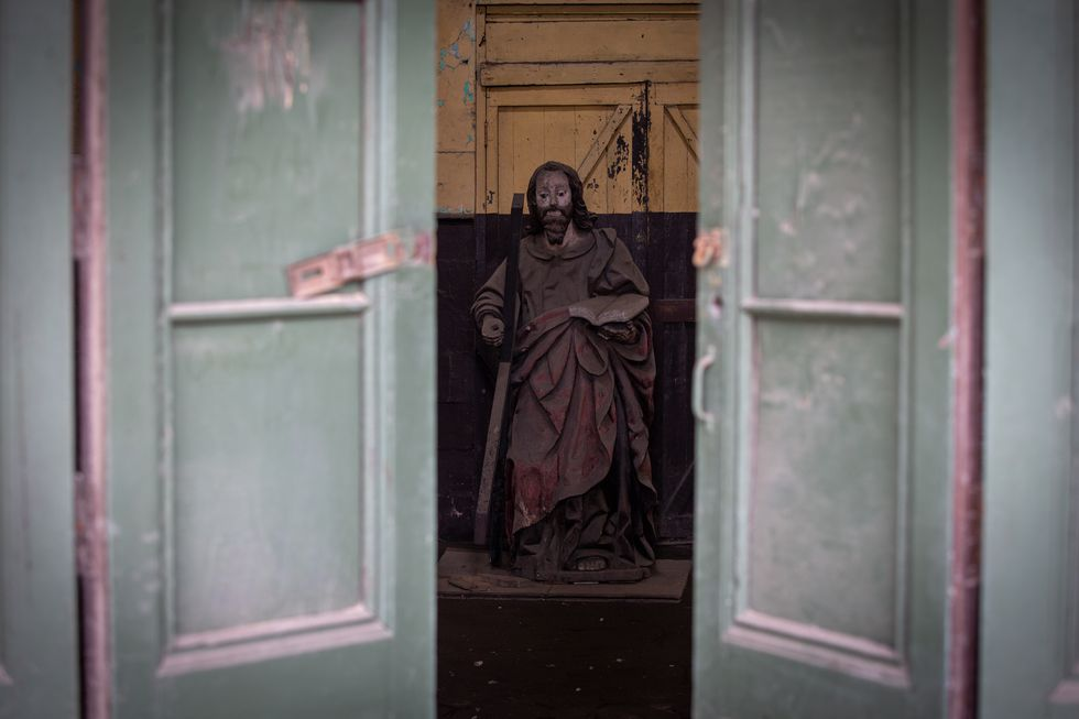 Efigie en madera de San Andrés en recuperación. (Foto: Fernando Sangama)