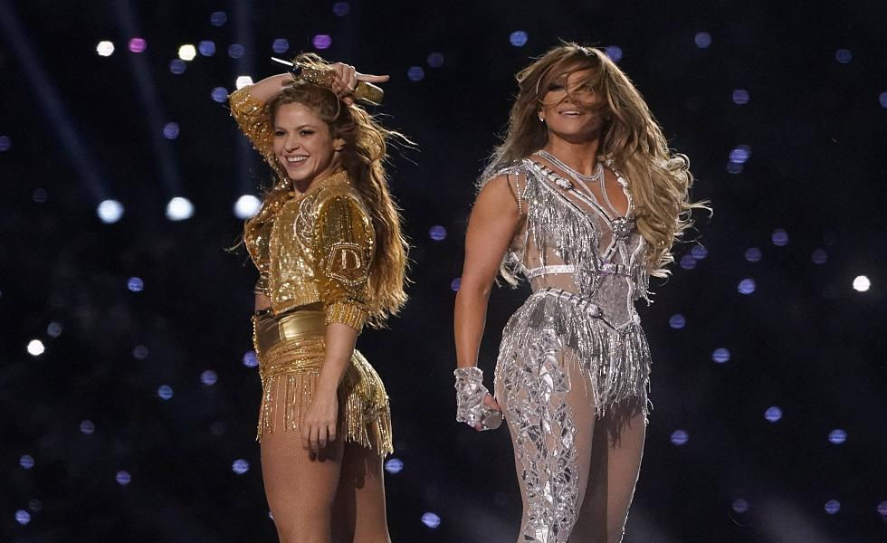Jennifer Lopez y Shakira se presentaron en el medio tiempo del Super Bowl con grandes actuaciones y grandiosos looks. Recorre la galería para más detalles. (Foto: AFP)