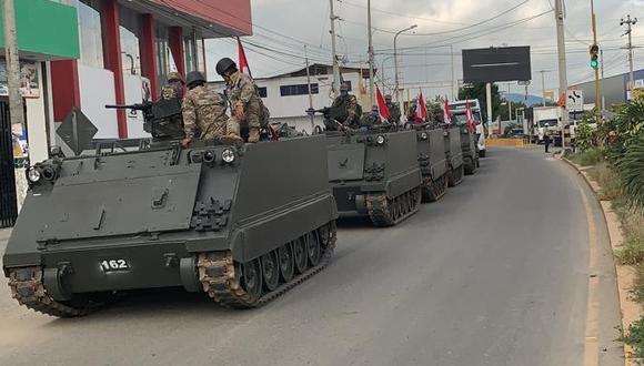 Tanques blindados vigilan puntos fronterizos.