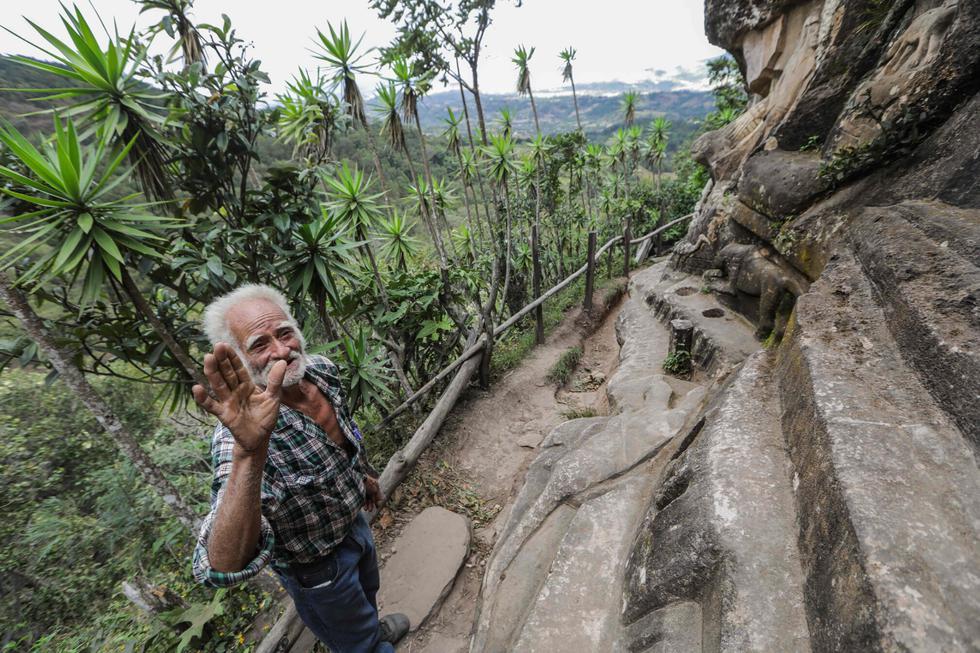 En una recóndita montaña de Nicaragua, Alberto Gutiérrez construyó una especie de mirador con barandas de bambú para que los turistas apreciaran su obra, que practica desde hace más de 40 años. (Foto: AFP)