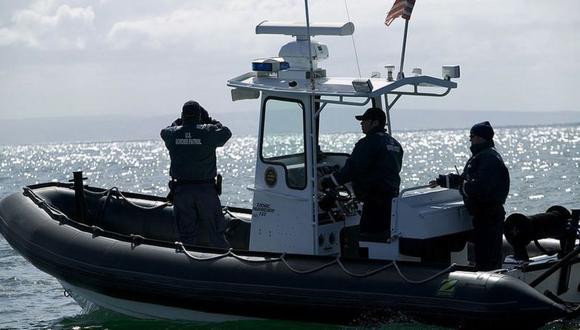 """Las autoridades de la Patrulla Fronteriza realizan patrullajes constantes, lo que lleva a los """"polleros"""" a arriesgarse a zonas más alejadas de la costa. (Foto: Getty Images)."""