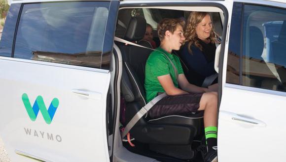 Google y Fiat Chrysler ofrecen viajes en vehículos autónomos