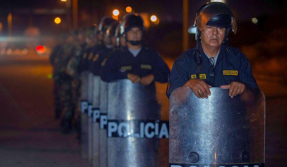 Los efectivos resguardar estrictamente la frontera con Ecuador desde la madrugada del sábado. (AFP)