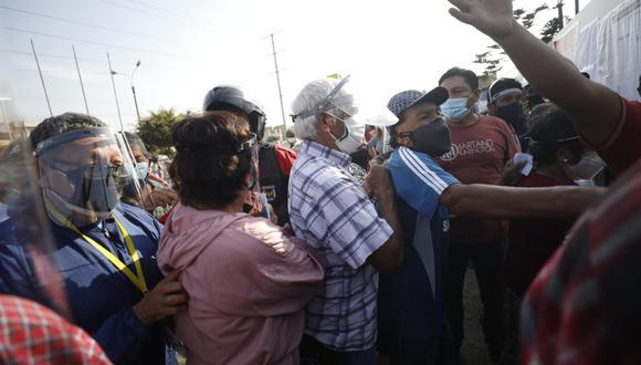 El ministro de Salud volvió a pronunciarse respecto a la eventual llegada de una tercera ola del COVID-19   Foto: Diana Marcelo / @photo.gec / Archivo El Comercio