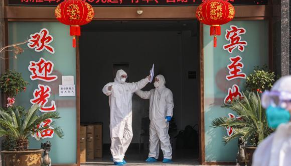 El número de víctimas de la epidemia causada por el nuevo coronavirus en China subió este jueves a 563 muertos. El gigante asiático registró más 28.000 personas contagiadas, y en el extranjero hay más de una veintena de países con casos confirmados. (AFP)