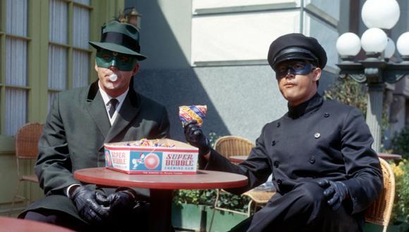 El actor Van Williams es Brit Reid , un director de periódico que en las noches se convierte en el Avispón Verde. Junto con Kato (Bruce Lee), el Abejorro Rojo, lucha contra el crimen.