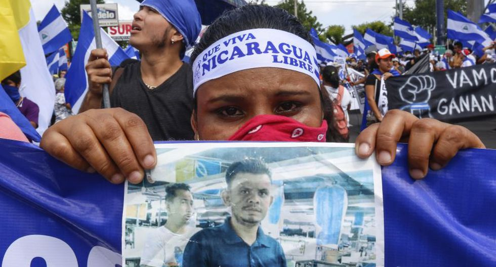 Dos marchas masivas atravesaron este sábado la capital de Nicaragua, una en defensa y otra en repudio del gobierno del presidente Daniel Ortega, en medio de una ola de protestas que sacude el país desde abril. (Foto: Reuters)