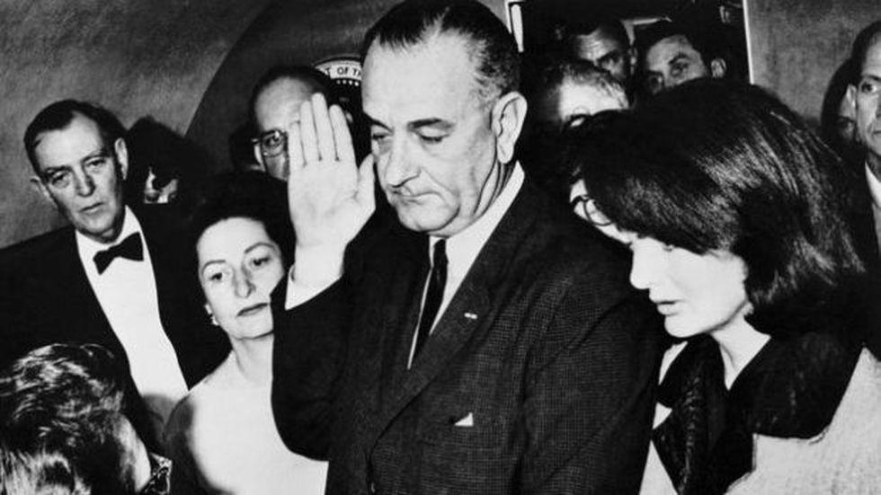 Tras la muerte de Kennedy, el vicepresidente Lyndon B. Johnson asumió la jefatura de Estado.. (Foto: BBC Mundo vía Getty image)