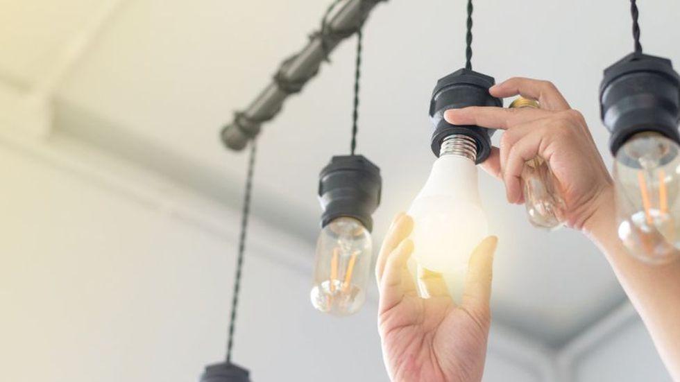 """La norma legal señala que """"los recibos pendientes de pago de energía eléctrica"""" correspondiente a marzo (o durante el estado de emergencia, con lo que se alcanzaría a abril) podrá ser fraccionado por las empresas de prestación hasta en 24 meses (dos años). (Foto: iStock)"""
